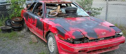 mocno uszkodzony pojazd