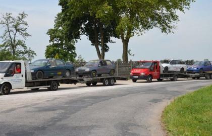 uszkodzone auta na lawecie