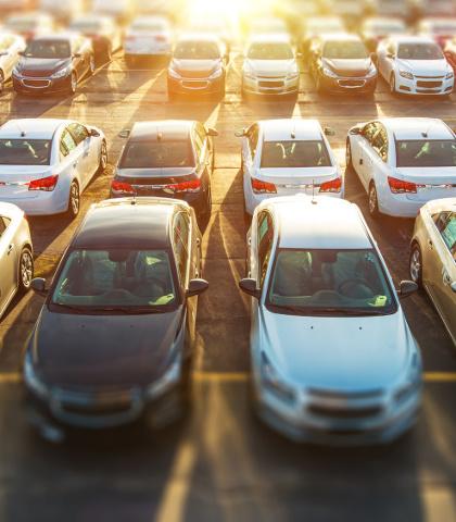 plac z autami