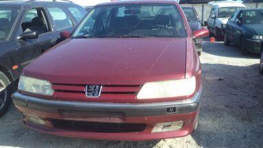 Czerwony Peugeot